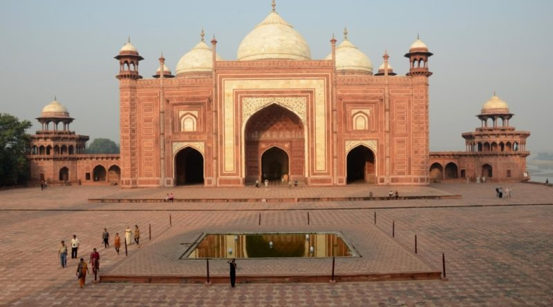 tourist places to visit in agra